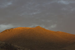 Alta montagna di tramonto del deserto Immagini Stock Libere da Diritti