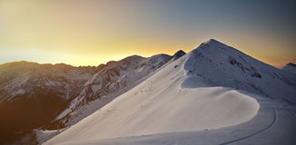 Alta montagna durante il tramonto Paesaggio della montagna di Tatra di sera Fotografia Stock