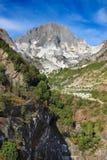 Alta montagna e cave di marmo bianche Immagini Stock Libere da Diritti