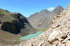 Alta montagna e lago Fotografie Stock