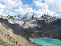 Alta montagna e lago Fotografie Stock Libere da Diritti