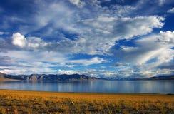 Alta montagna e lago Manasarovar Fotografia Stock