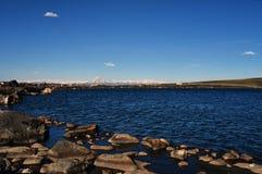 Alta montagna e lago Yibi Fotografie Stock Libere da Diritti