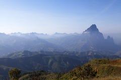 Alta montagna fra Vang Vieng e Louangprabang Immagini Stock Libere da Diritti