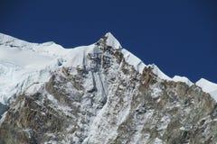 Alta montagna innevata Immagine Stock Libera da Diritti