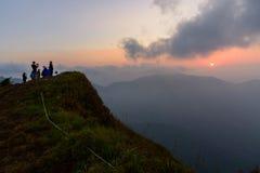 Alta montagna nel tempo di alba Fotografie Stock