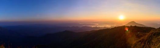 Alta montagna nel tempo di tramonto Fotografia Stock Libera da Diritti
