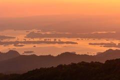 Alta montagna nel tempo di tramonto Fotografia Stock