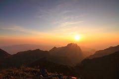 Alta montagna nel tempo di tramonto Immagini Stock