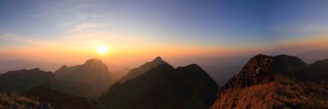 Alta montagna nel tempo di tramonto Fotografie Stock Libere da Diritti