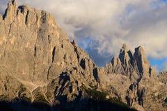 Alta montagna a penombra Immagini Stock