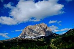 Alta montagna quando fanno un'escursione Fotografia Stock