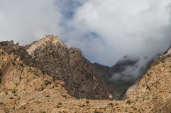 Alta montagna sul modo al lago Phandar, Pakistan del Nord Fotografie Stock