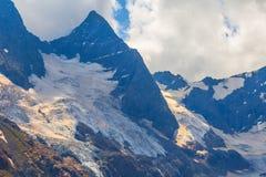 Alta montagna in una neve Immagini Stock