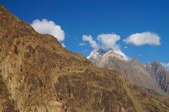 Alta montagna vicino al lago Gupis, Pakistan del Nord Immagine Stock