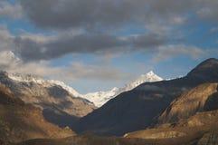 Alta montagna vicino alla valle di Ghizer, Pakistan del Nord Fotografia Stock