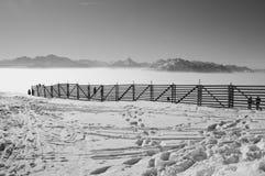 Alta nebbia e le alpi nell'inverno L'Austria, Europa Fotografia Stock