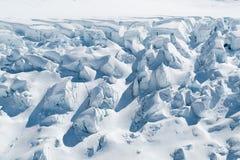 Alta neve frantumata nella stagione invernale Immagini Stock