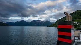 Alta, Noorwegen - Mei 29, 2016: Mening van een autoveerboot van Noorwegen stock afbeelding