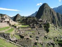 Alta opinión abajo sobre ruinas de la ciudad antigua de Machu Picchu imagen de archivo libre de regalías
