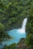 Alta opinión Rio Celeste Waterfall imagen de archivo