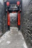 Alta parete e cancello. Fotografie Stock Libere da Diritti