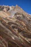 Alta parete ripida in montagne di regione di Annapurna, Himalaya, Nepal Fotografie Stock