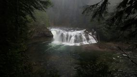 Alta película de la definición de Lewis River Falls más bajo espectacular en hd del estado de Washington 1080p almacen de metraje de vídeo