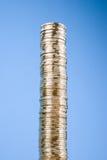 Alta pila de monedas Fotografía de archivo