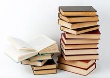 Alta pila di libri Immagini Stock