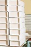 Alta pila di scatole vuote Immagine Stock Libera da Diritti