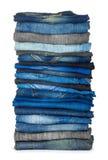 Alta pila di varie tonalità delle blue jeans Fotografia Stock Libera da Diritti