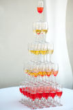 Alta piramide dei bicchieri di vino Fotografia Stock Libera da Diritti