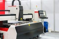 Alta precisión y cortadora automática del laser de la hoja de metal del CNC fotos de archivo libres de regalías