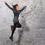 Alta ragazza jumphing Immagini Stock