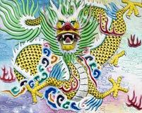 Alta relevación del dragón chino y pintura de pared Fotografía de archivo libre de regalías