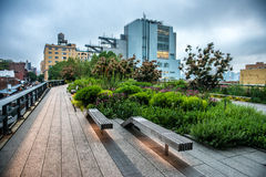 Alta riga sosta Parco pubblico urbano su una ferrovia storica in New York, Manhattan del trasporto Fotografie Stock