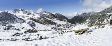 Alta risoluzione alpina della città di inverno Immagini Stock