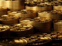 Alta risoluzione del fondo dell'oro di Bitcoin Immagine Stock Libera da Diritti