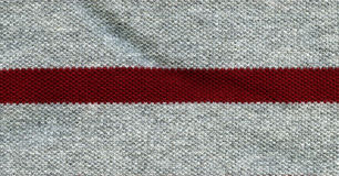 Struttura del tessuto di cotone - Gray con la banda rossa Fotografie Stock