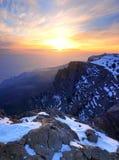 Alta roccia con neve Fotografia Stock Libera da Diritti