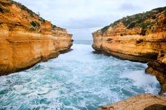 Alta roccia in mare Fotografia Stock