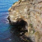 Alta roccia sopra il mare Fotografia Stock