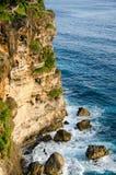 Alta scogliera al tempio di Uluwatu, Bali, Indonesia Immagini Stock Libere da Diritti