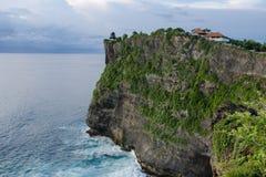 Alta scogliera al tempio di Uluwatu, Bali, Indonesia Fotografia Stock