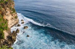 Alta scogliera al tempio di Uluwatu, Bali, Indonesia Immagine Stock Libera da Diritti