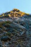 Alta scogliera della montagna rocciosa Immagini Stock Libere da Diritti