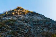 Alta scogliera della montagna rocciosa Fotografia Stock Libera da Diritti