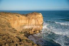 Alta scogliera vicino alla grande strada dell'oceano, Australia Fotografia Stock