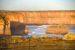Alta scogliera vicino alla grande strada dell'oceano, Australia Immagini Stock Libere da Diritti